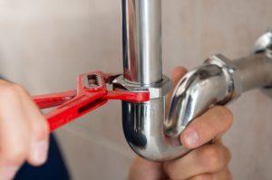 האינסטלטור המקצועי המגלים של נזילות המים מיומנים ומומחים פותחים את הסתימות באמבטיה שיודעים לפתוח סתימות ביוב תוך כדי איתור נזילות מים מהדוד ושטיפת הקווים