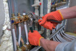האינסטלטור המקצועי המחליפים של צינורות הברזל בעלי ניסיון בתחום עם מתן מספיק זמן לעבודתם ומומחים לשימוש במצלמה טרמית תוך כדי החלפת האינסטלציה