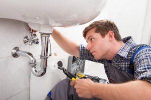 האינסטלטור המקצועי נותני שירותי התיקון אשר יודעים לתת שירות טוב עם הרבה וותק שיודעים לאתר נזילות מים תוך כדי החלפת הניאגרה בשירותים