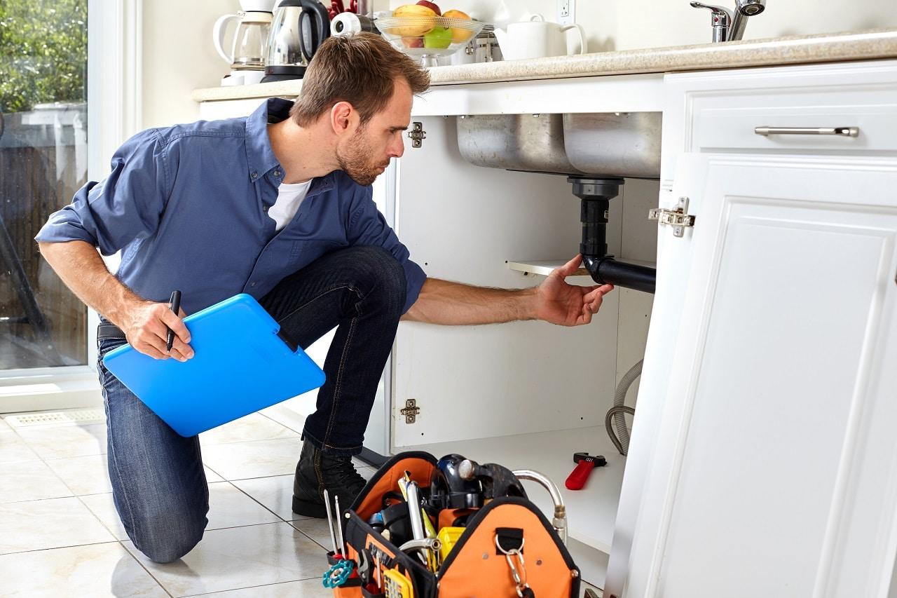 האינסטלטור המקצועי המתקני ההצנרת אמינים עם נכונות לתת שירות מקצועי שיודעים לאתר נזילות וצנרת רקובה תוך כדי החלפת הניאגרה בשירותים