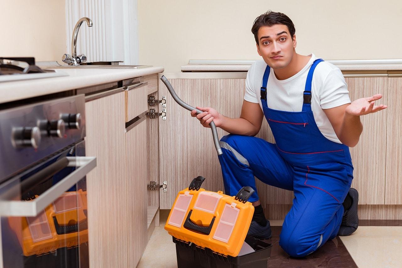 האינסטלטור המקצועי משפצי חדר האמבטיה אכפתיים מביצוע העבודה עם הנכונות לעזור שיודעים לפתוח סתימות ביוב תוך כדי החלפת צינורות הברזל